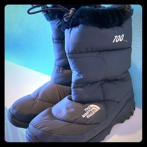Black North Face boots